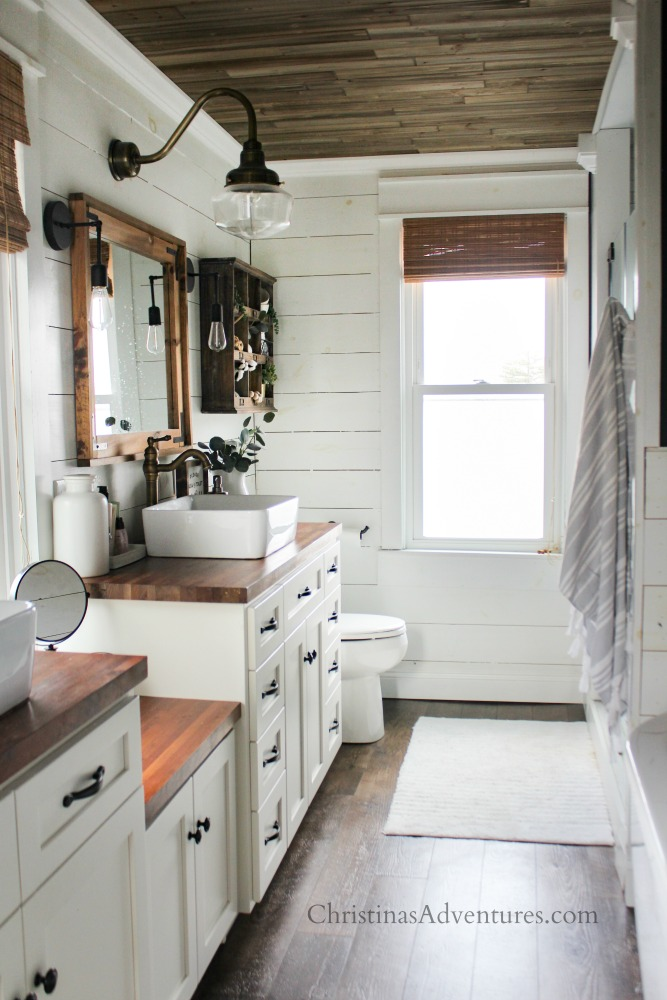 Farmhouse decor in the kitchen for spring and summer ... on Farmhouse Bathroom Ideas  id=51274