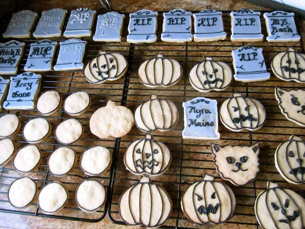 Candy shouldn't have all the fun this halloween season. Halloween Cookies Decorating Ideas Christina S Cucina