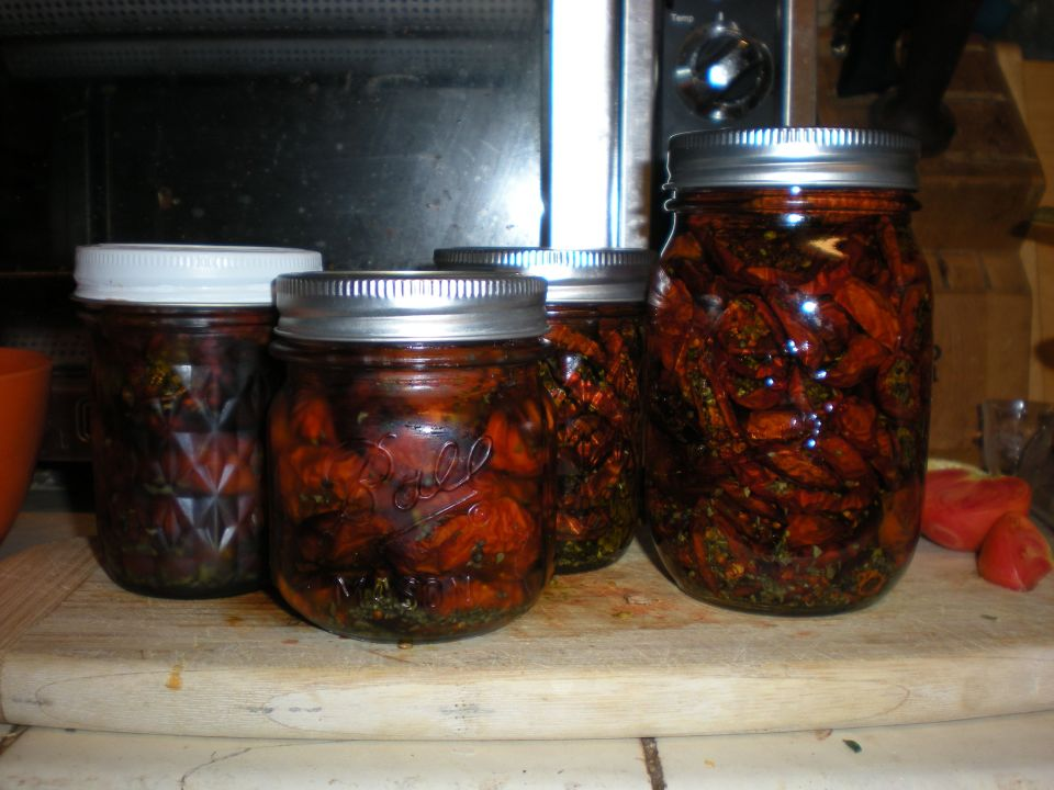 My jars of tomatoes. I'll be getting two more jars done tonight before I sleep.