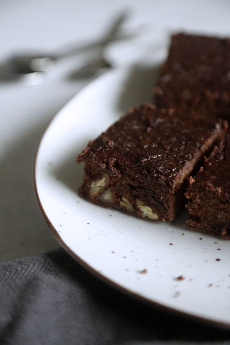 Fudgy chokoladebrownies med nøddeknas1
