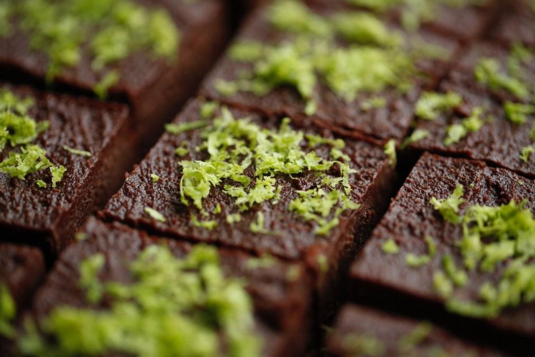 opskrift-sund-chokoladekage-med-nutella-og-noeddebund-1-1