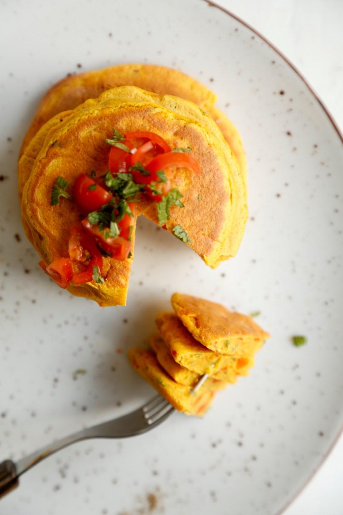 Små kikærtepandekager: Vegansk omelet - perfekt til brunch