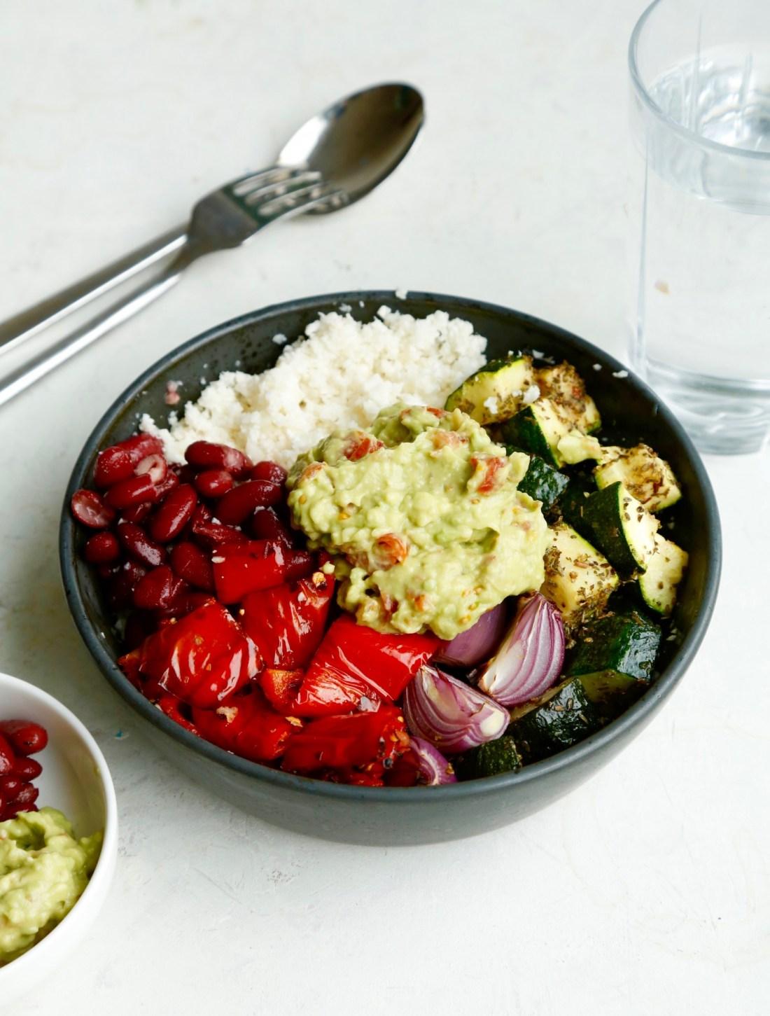 opskrift-burrito-bowl-salatskaal-med-mexicansk-tema-1-1