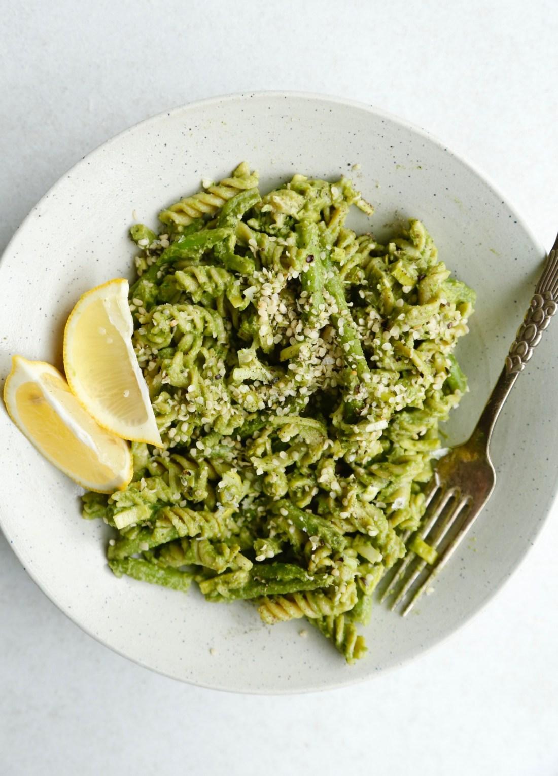 sund-hverdagsmad-groen-pastasalat-med-avokadodressing-2