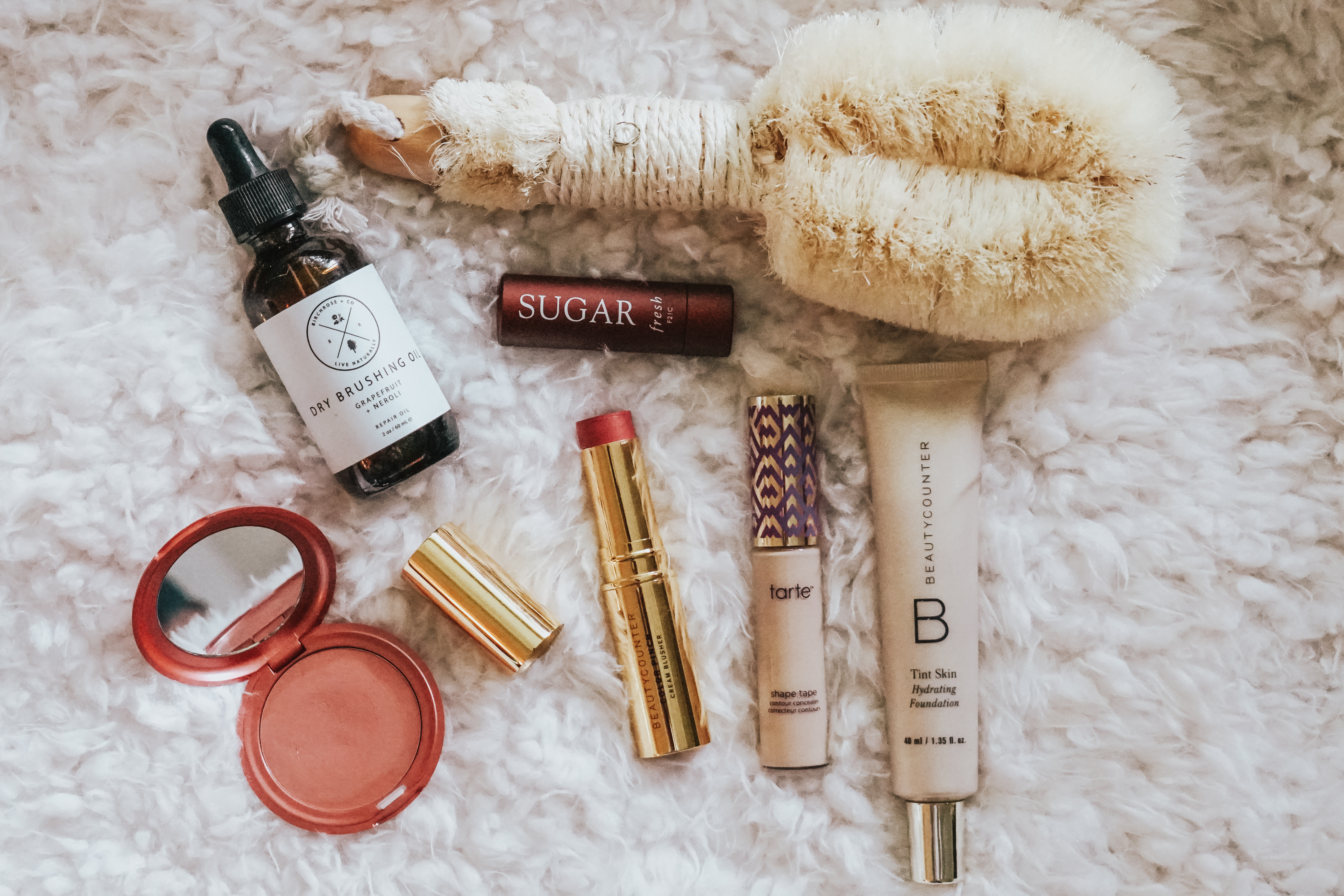 Okay mamas! My new mama must-haves are right here on the blog! We're talking everything from nursing staples to postpartum healing to simple beauty hacks!