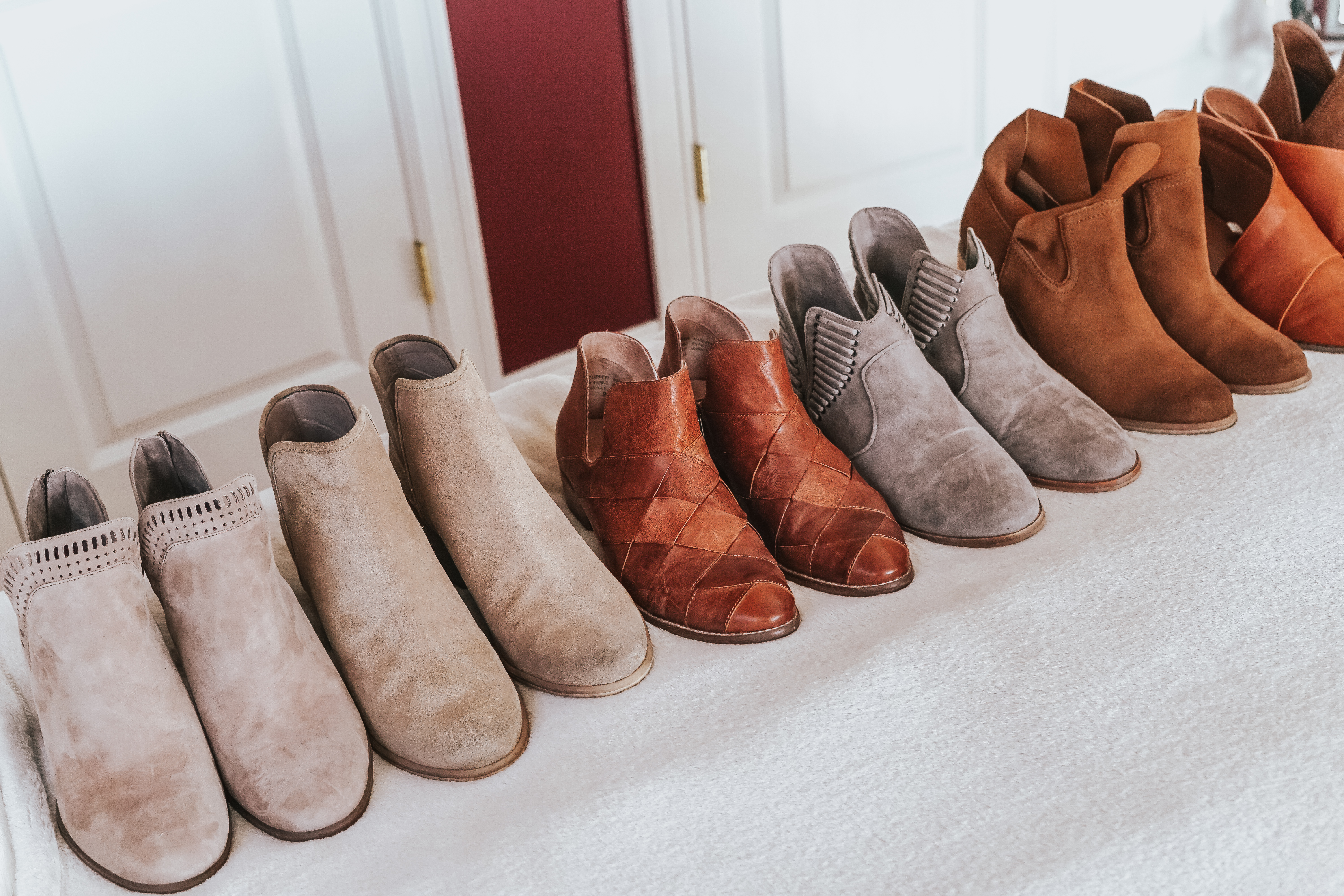 I love fall and being able to wear boots! I'm giving you the ultimate list of best booties for fall to complete your wardrobe for the fall season.