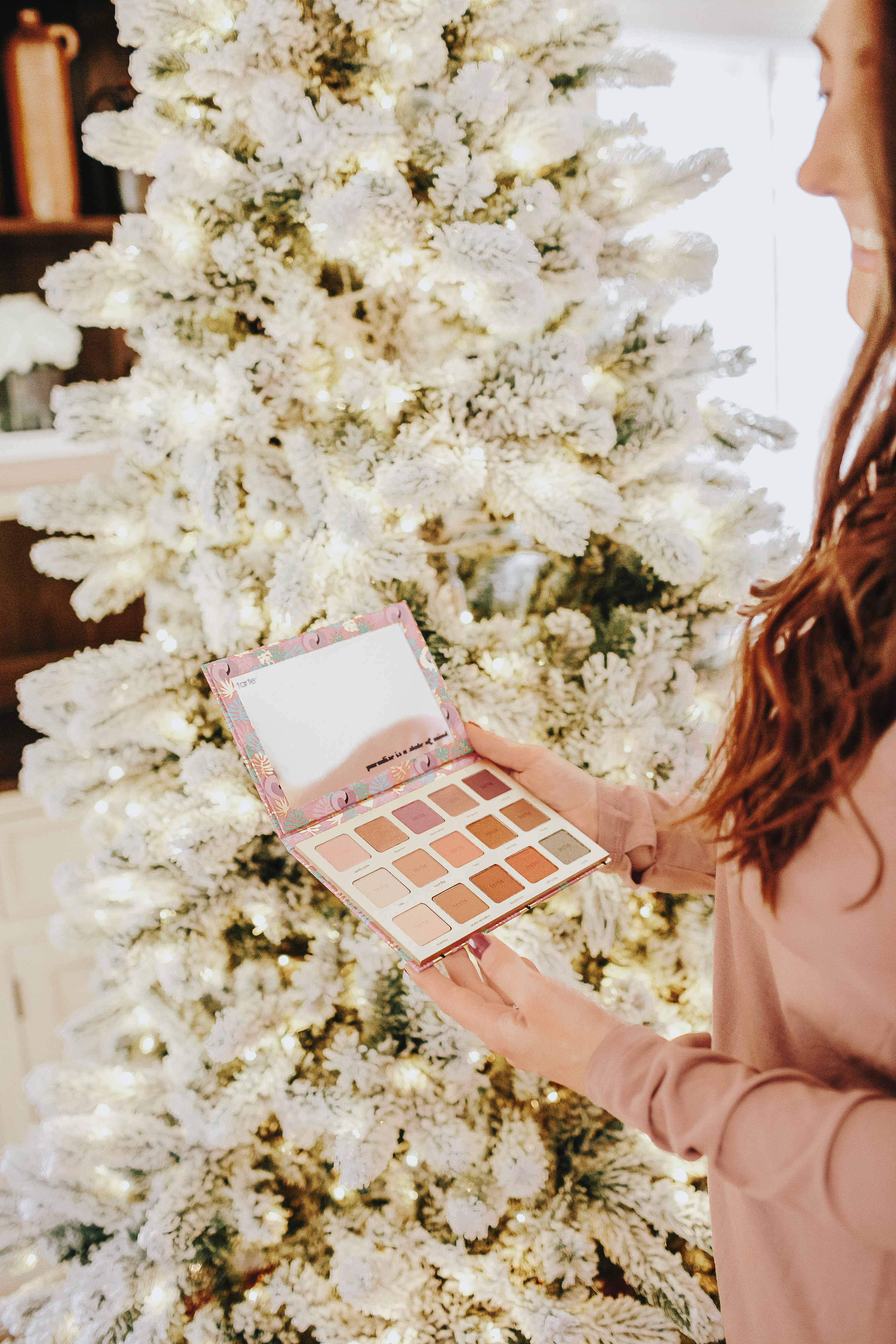 Do you have a loved one who loves everything beauty? Check out this beauty lover gift guide for the perfect gift!