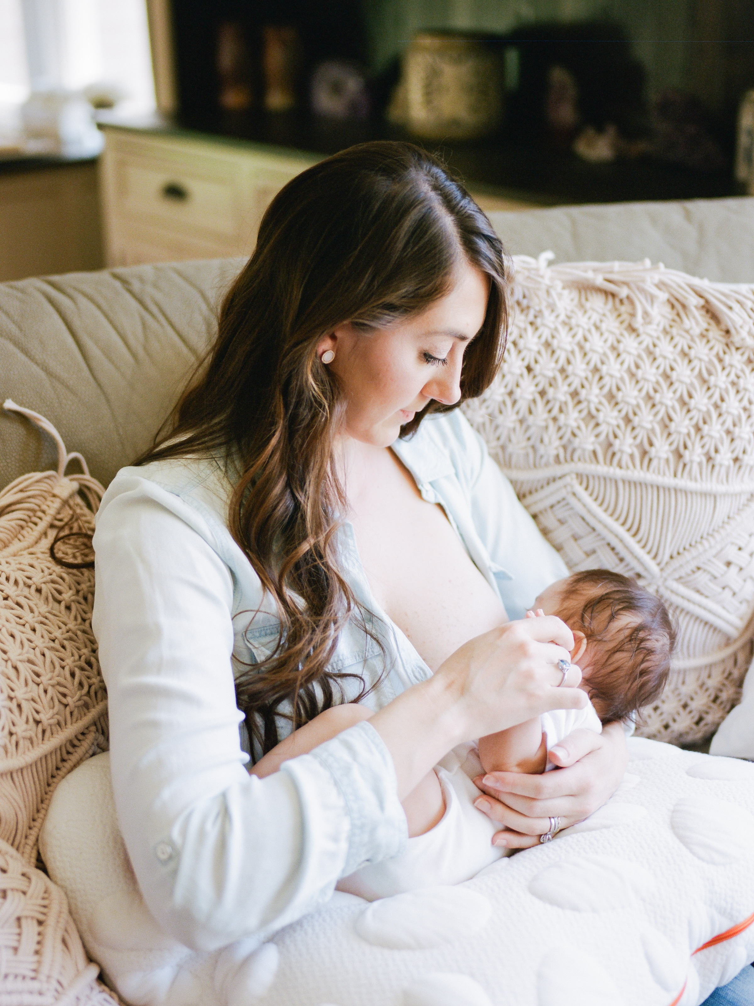 It is difficult to breastfed to begin with, but even harder after a c-section. Here are 6 tips for successful breastfeeding after a c-section.