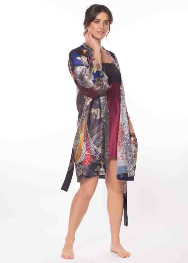 silk short robe with a Geisha print is worn by women