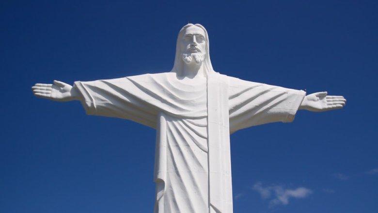Statue blanche de Jésus Christ