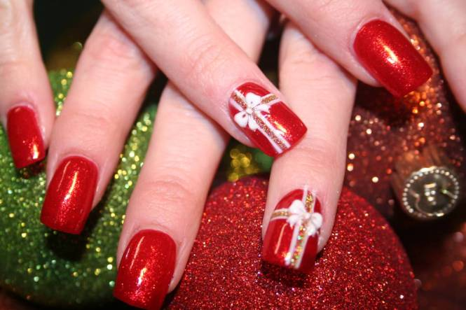 View In Gallery Christmas Snowflake Nail Art