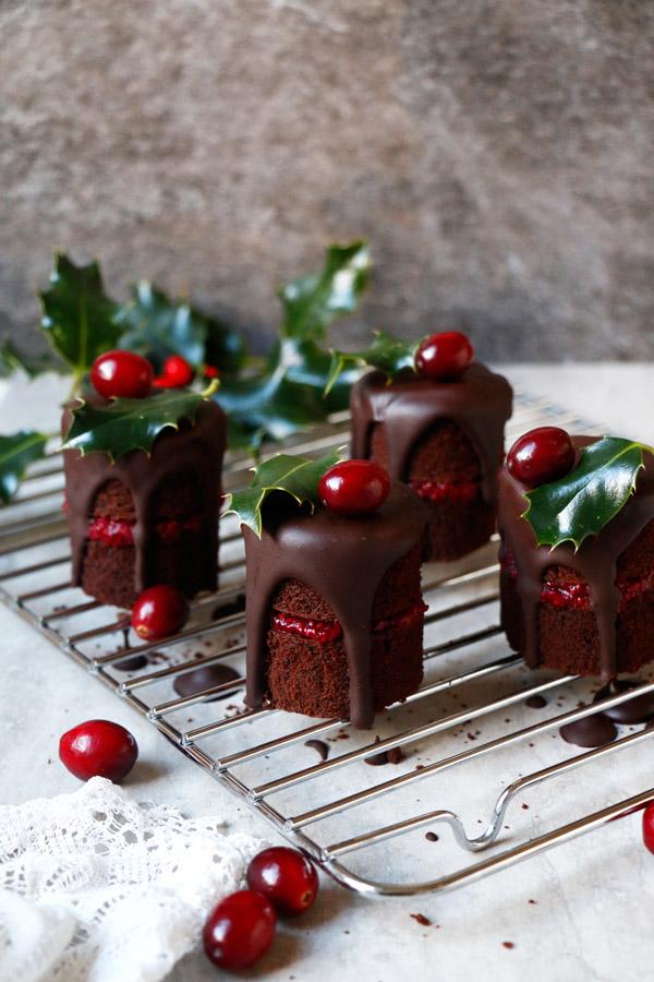 40 Christmas Cake Decoration Ideas To Dazzle You