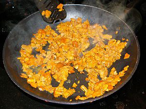 English: Chanterelles being fried in a frying ...