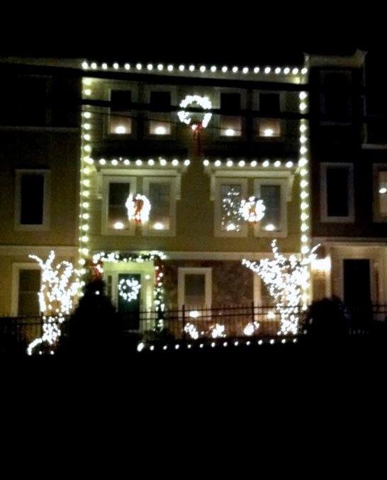 Christmas Lights Installation: Townhouse Christmas Decorating Ideas