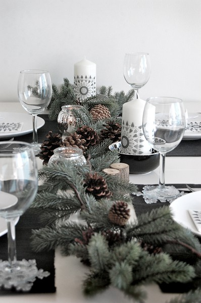 Decorate the Christmas table with pine nuts and branches