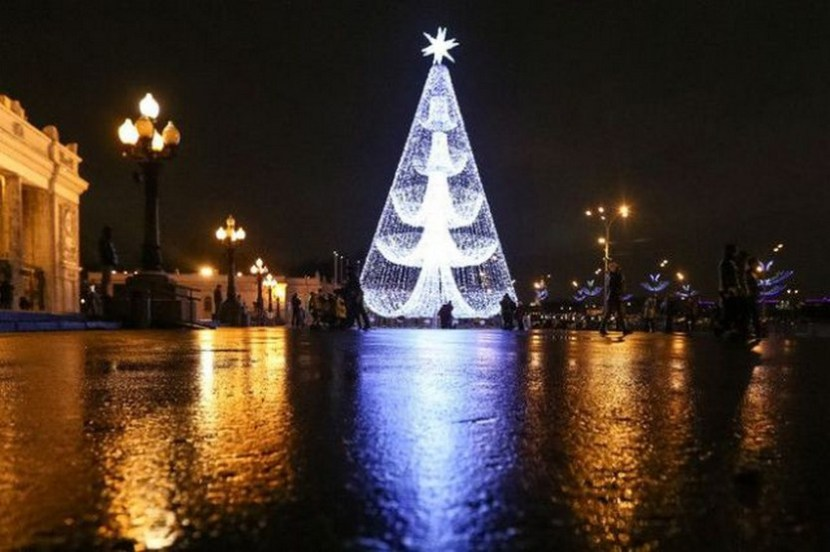 A Christmas tree at the entrance to Moscow's Gorky Park