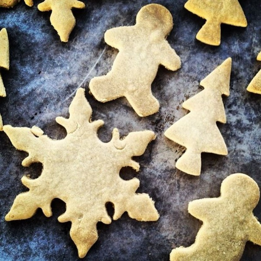 Sugar cookies (almond meal+maple syrup or honey)
