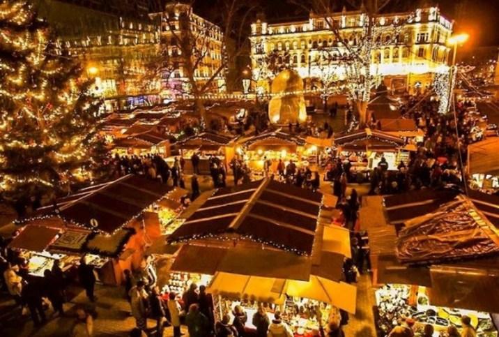 Vorosmarty Square Budapest Christmas Market.42 Beautiful Photos Of Christmas In Budapest Hungary