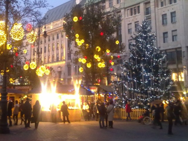 budapest-christmas-market-at-vrsmarty-square-is-said-to-be-a