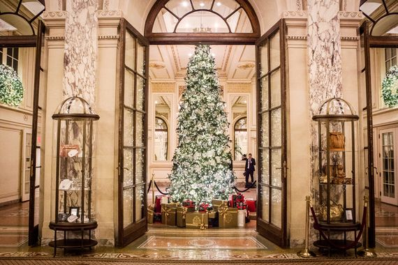 New York City has many amazing Christmas trees to admire this holiday season. The one at Rockefeller Center is certainly the largest. But for a more glam option, and possibly the classiest one in town, you need to go to the Plaza Hotel. This year, the tree is topped with a giant 3D printed snowflake and a host of golden ornaments. Gorgeous!
