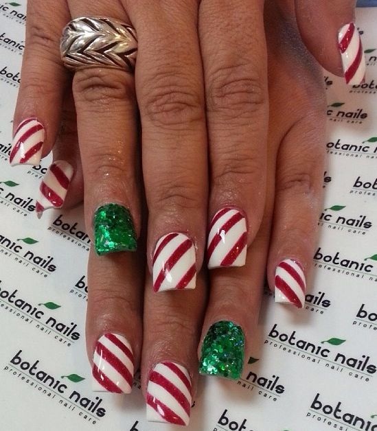 christmas-acrylic-nails-by-botanicnails