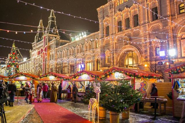 Christmas in Moscow - GUM from outside