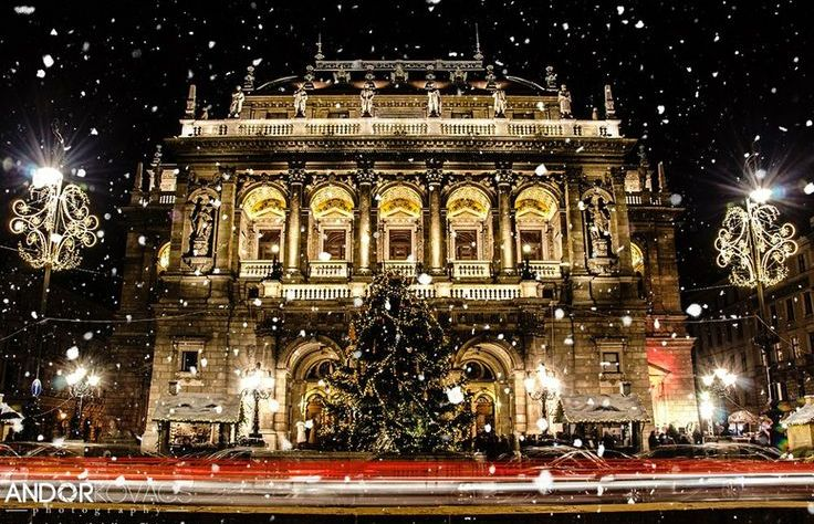 hungarian-state-opera-house-in-snowfall