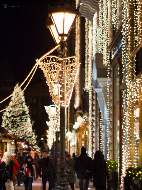 lights-of-the-budapest-christmas-fair