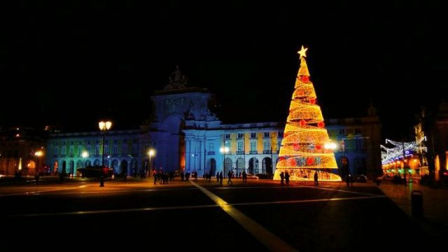 portugal-lisbon-christmas-time-terreiro-do-paco