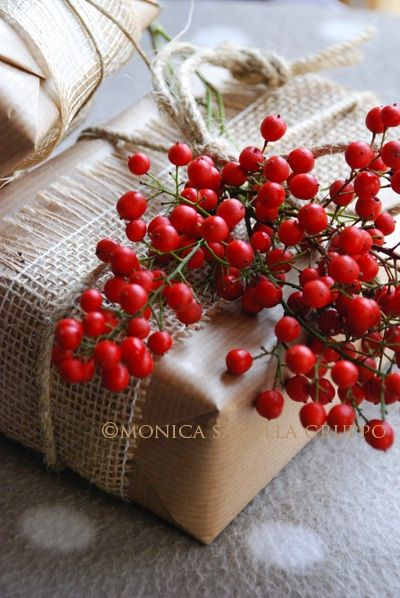 Red Berry & Burlap Wrap