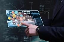 Geschäft auf Tablet digital
