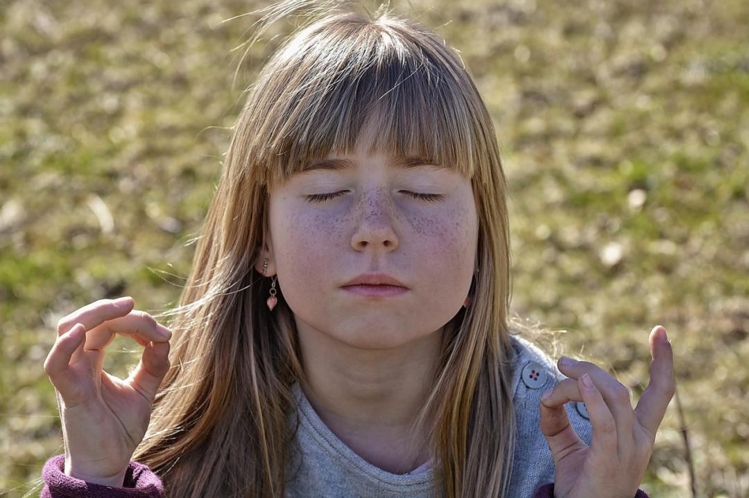 fille - Méditation pour les petits