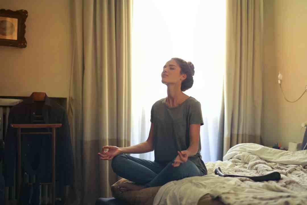 Méditer seul chez soi