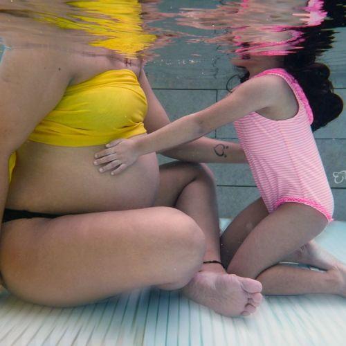 Sesion Fotografica de Embarazo Bajo el Agua fotos de embarazadas en panama