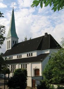 Christus-Kirche - von der Alleestraße aus gesehen