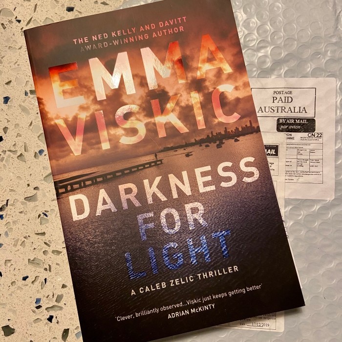 Darkness for Light by Emma Viskic, a Caleb Zelic Thriller. Australian edition.