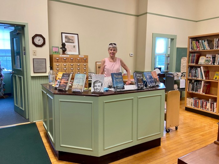 East Glastonbury Library Volunteer