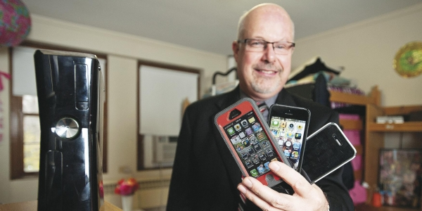 Digital Devices Invade Campus, and Networks Feel the Strain 1