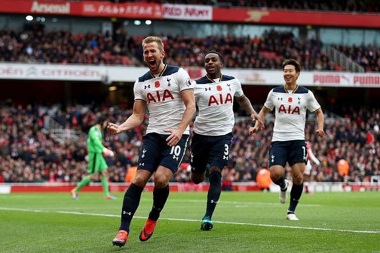 Harry Kane scored from the spot to hand Tottenham a draw against Arsenal at the Emirates Stadium