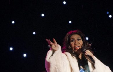 Aretha Franklin is gravely ill and wants privacy and prayers, a family statement has said