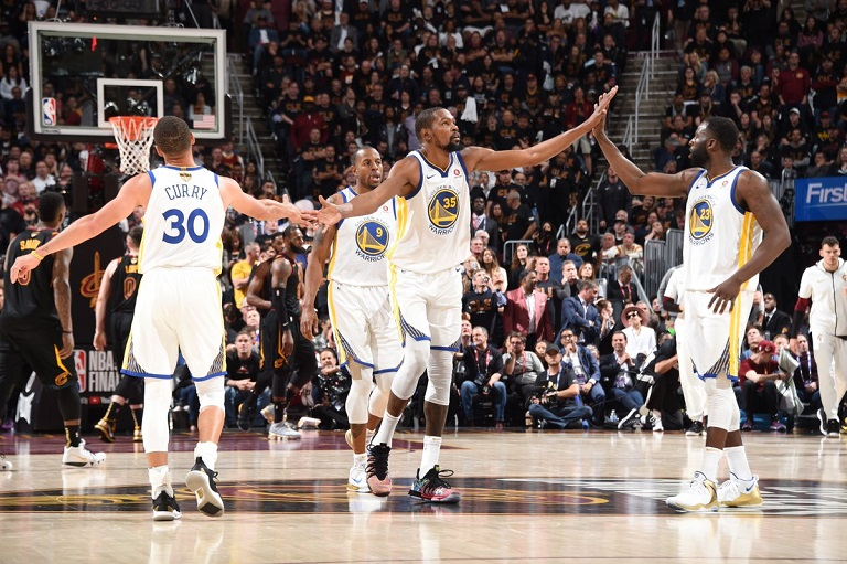Kevin Durant scores 43 points, 13 rebound and 7 assist as he led the Warriors to Game 3 victory