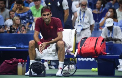 Roger Federer lost 3-6, 7-5, 7-6(7), 7-6(3) to John Millman