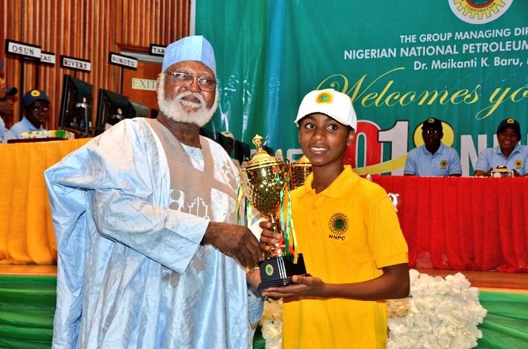 Former head of state Abdulsalami Abubakar presenting a prize to Alikah Joseph Ehiagwina