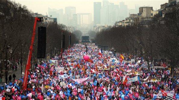 AFP_130324_jx2ps_manif-paris-gai_sn635