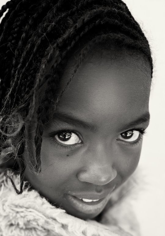 Huiles capillaires, défrisants et puberté précoce chez les jeunes filles