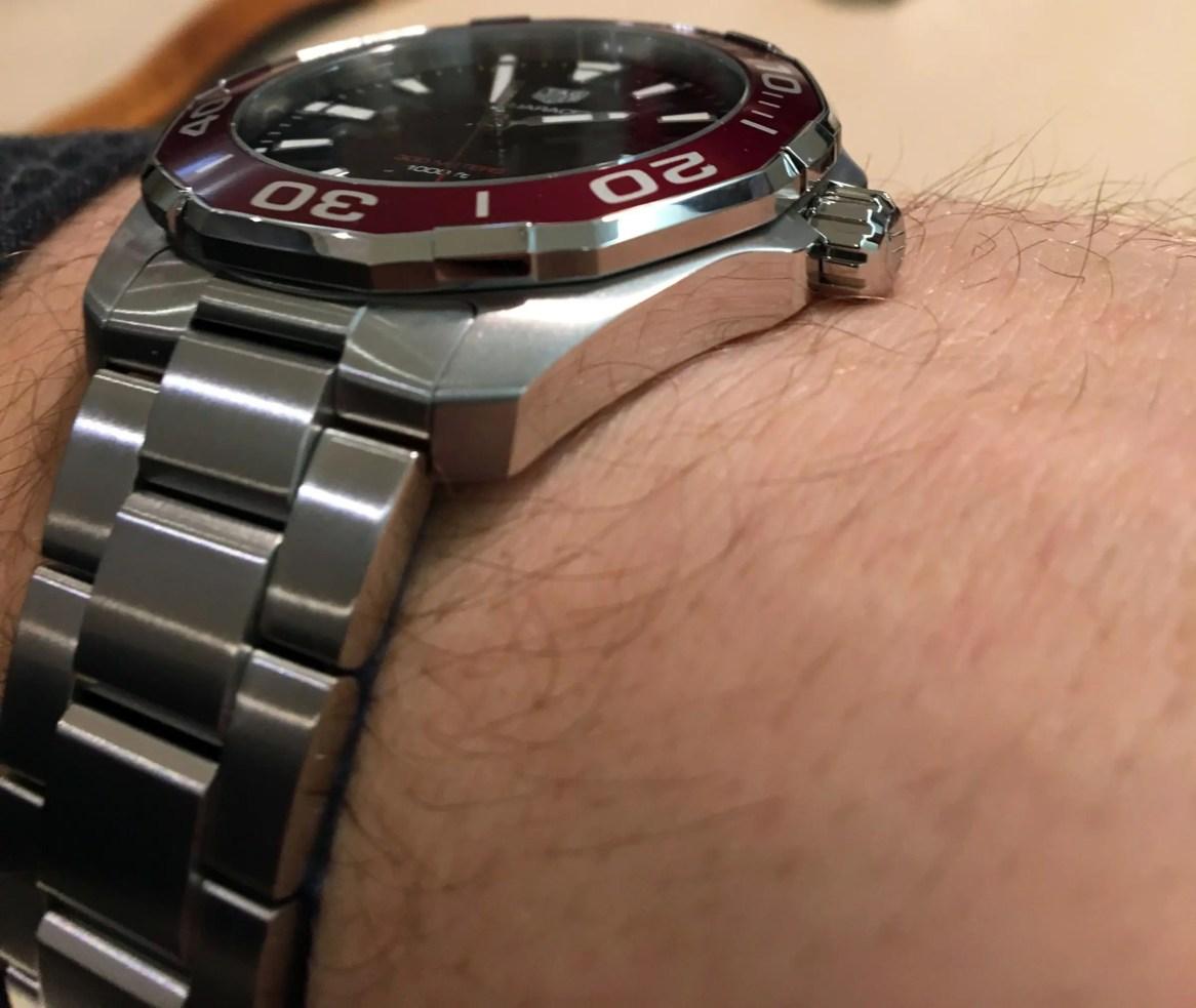 TAG Heuer Aquaracer Quarz rote Lünette Hands on Review Test WAY101B.BA0746