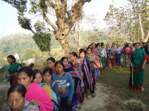 রুমা উপজেলার দুর্গম পলিকা পাড়া ভোট কেন্দ্রে পাহাড়ি নারী ভোটারদের ব্যাপক উপস্থিতি