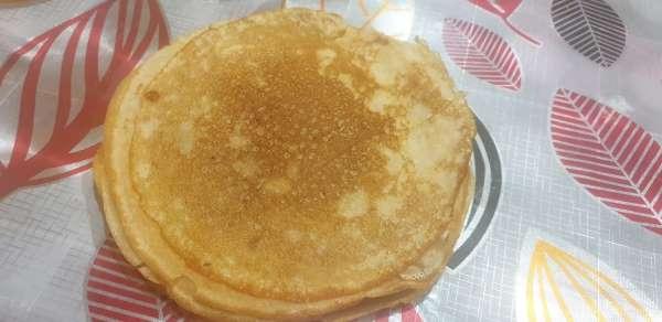 Ohut pannukakkuja maidon reseptillä reikien kanssa