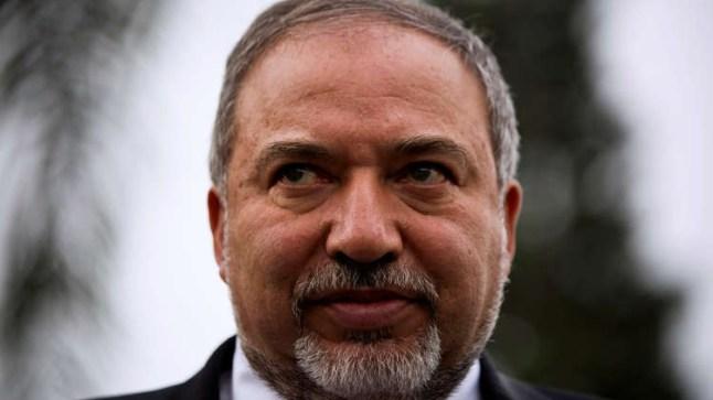 استقالة وزير الدفاع الإسرائيلي تزلزل تل ابيب..
