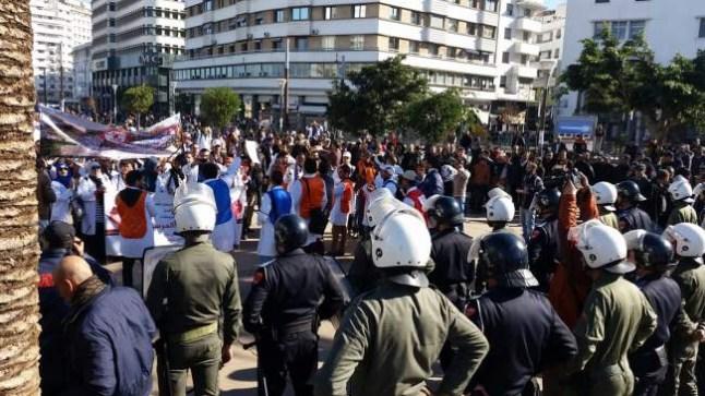 """الأساتذة يصعّدون.. أسبوع ثالث من الاحتجاجات ورفع شعار """"الإنذار الأخير"""" في وجه الحكومة.."""